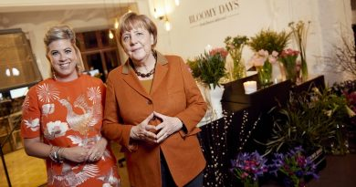 BLOOMY DAYS Angela Merkel
