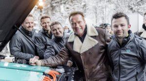 Arnold Schwarzenegger und Kreisel zeigen G-Klasse