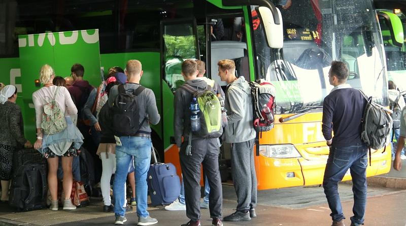 FlixBus übernimmt Fernbusgeschäft HELLÖ der ÖBB