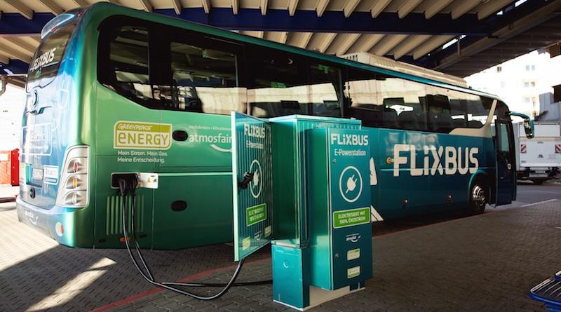 FlixBus launcht ersten deutschen 100% elektrischen Fernbus. Als weltweit erstes Unternehmen testet FlixBus E-Busse im Fernbuslinienverkehr
