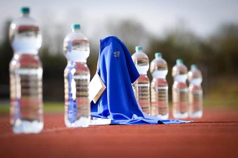 NVR RST entwickelt nachhaltige Sportkleidung aus recycelten Plastikflaschen