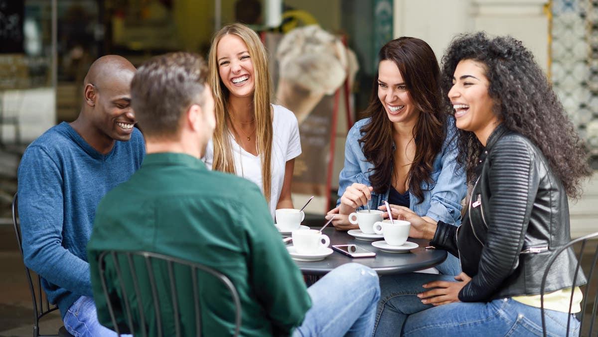 Wie du neue Leute kennenlernen kannst - Zeit zu leben